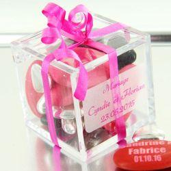 Boite dragées Cube cadeau plexi